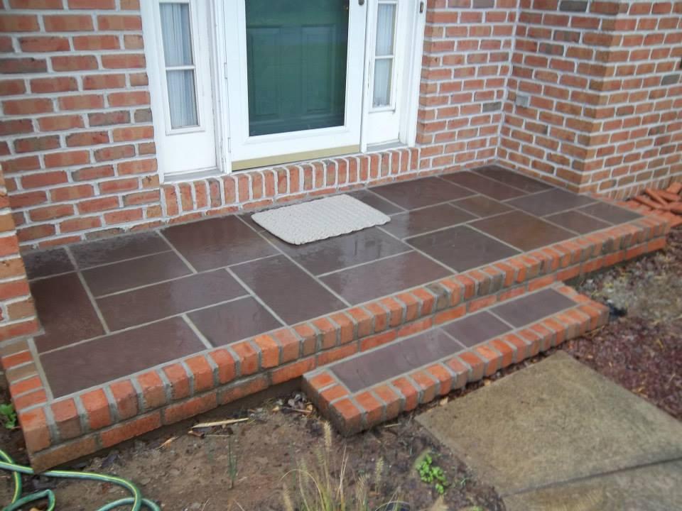 Front Stoop in Concrete & Brick